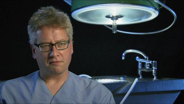 syndrome-aerotoxique-passager-en-peril-pathologist-dr-franck-van-de-goot-copyright-2015-tvbmedia-productions-berlin-25